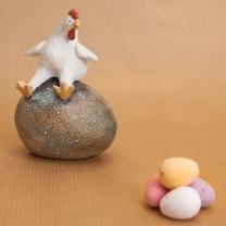 Gullan the Hen on the Egg