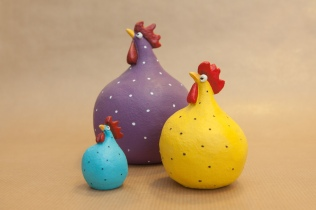 Colouful Hens in three sizes