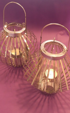 These stylish tealight holders by Danish KJ Collection is making beautiful shadows when lit up.