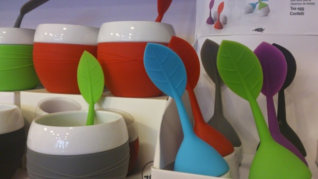Tea mugs and tea infusers by Danish Zone, happy and functional