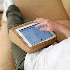 ipad_pillow_for_surfing_with_comfort.jpg