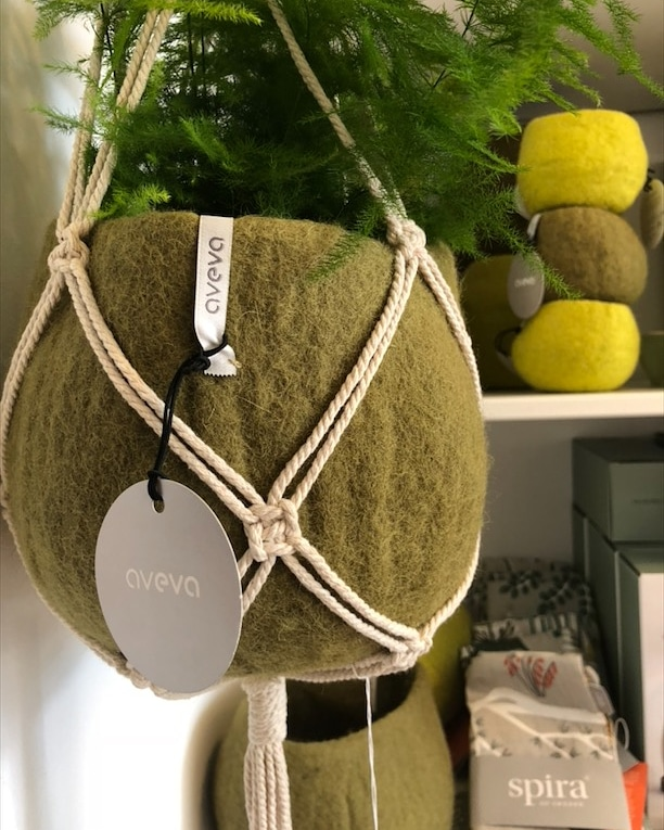 Aveva Flower pot in olive with nature macrame
